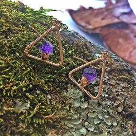 Триъгълни обеци от нешлифован аметист