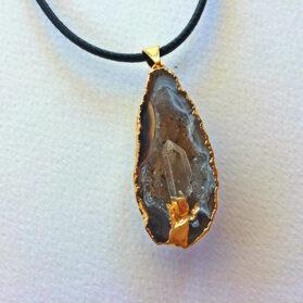Висулка ахатова геода с планински кристал