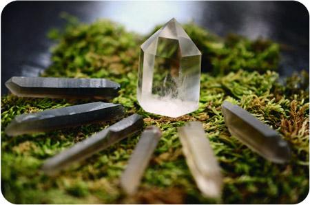 планински кристал връх и парчета опушен кварц